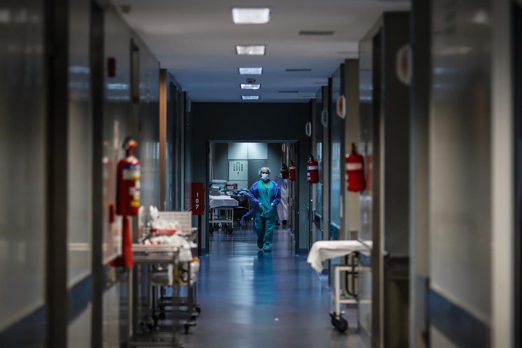 Desde novembro, que o número de doentes em cuidados intensivos não era tão baixo. Foto: EPA