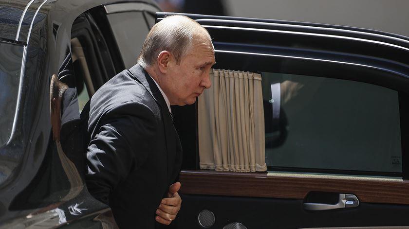 Putin diz que recusou duplos para o substituir em eventos perigosos