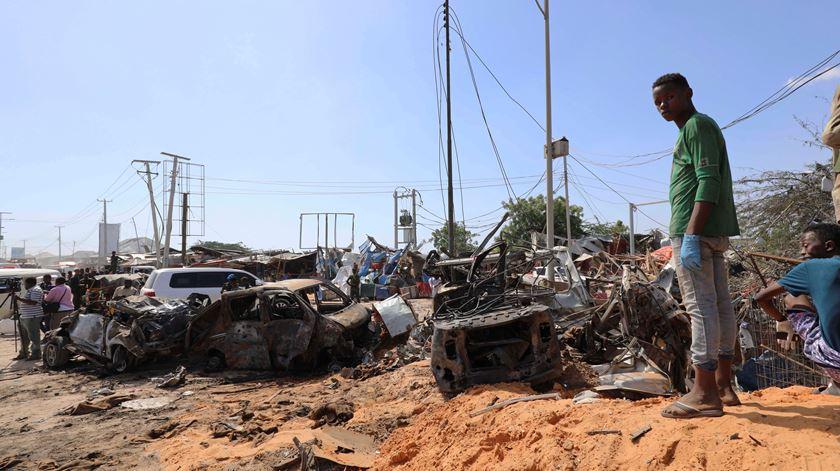Explosão na capital da Somália faz quase uma centena de mortos