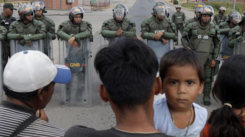 """Padre venezuelano alerta: """"Há crianças a passar fome e doentes a morrer por falta de medicamentos"""""""