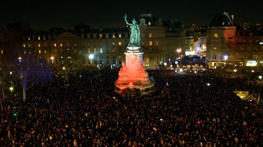 Milhares de pessoas uniram-se em Paris contra o antissemitismo em ascensão no país