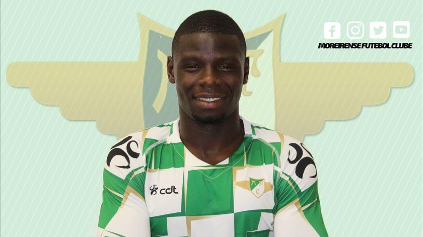 Abdu Conté troca Sporting pelo Moreirense