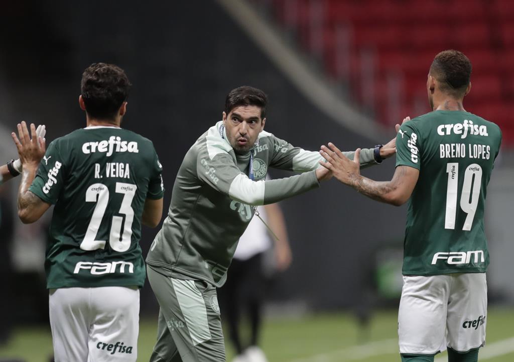 Abel Ferreira defende os seus jogadores e diz que se ele for um problema, deixa o Palmeiras Foto: Ueslei Marcelino/Reuters