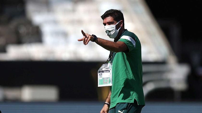 Palmeiras vence Santos e continua na luta pelo apuramento no Paulistão
