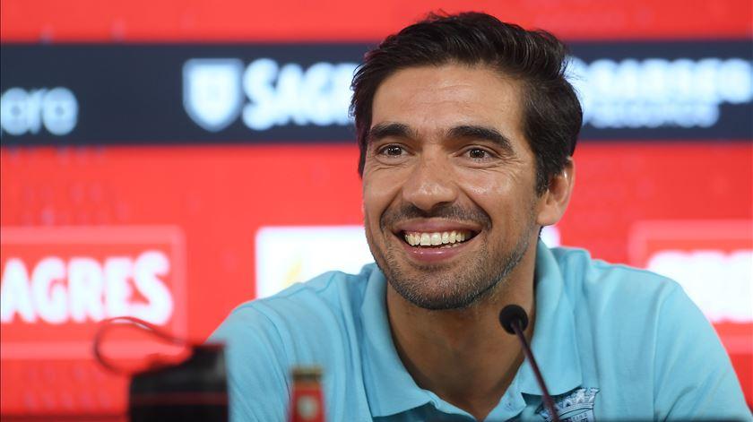 Treinador do Braga de bom humor quando questionado sobre o plantel. Foto: Hugo Delgado/Lusa