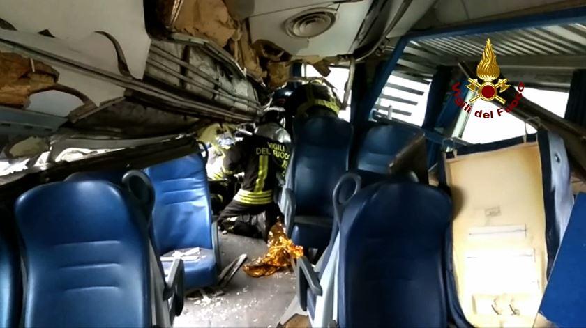 """""""Vi pedaços de metal a voar"""". Testemunha descreve acidente de comboio em Itália"""