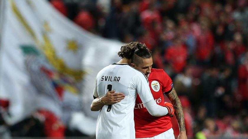 """Rui Vitória e José Mourinho """"defendem"""" Svilar"""
