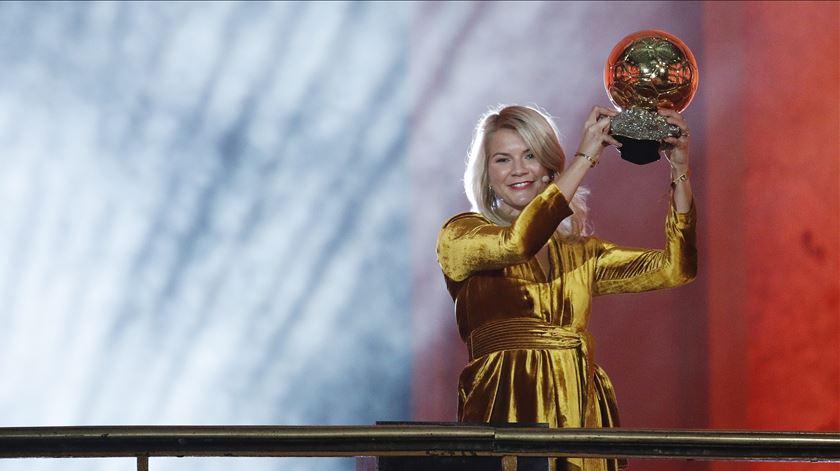 Hegerberg foi a primeira mulher a vencer a Bola de Ouro. Foto: Yoan Valat/EPA