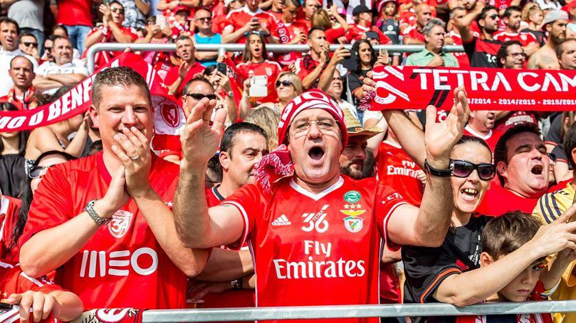 Sócios do Benfica escolhem vencedores da Gala Cosme Damião. Foto: EPA