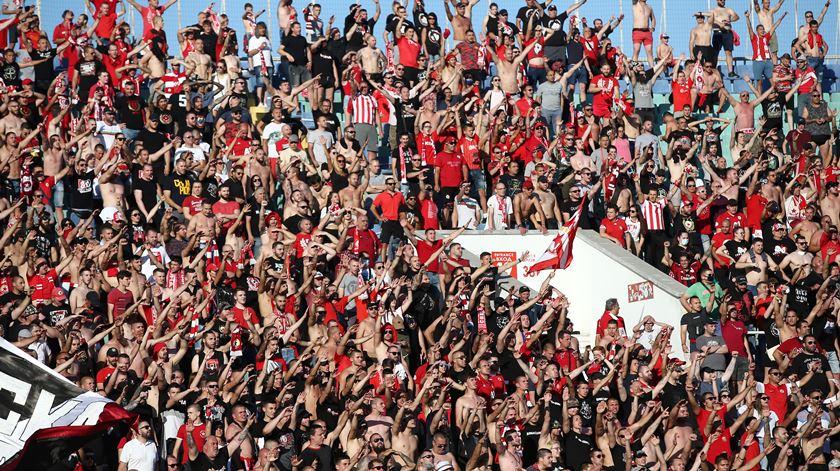 Futebol. Covid-19 ignorada e mensagens racistas durante final da Taça da Bulgária