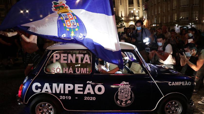 """""""Pooortooo"""". Adeptos do FC Porto festejam na rua o 29.º título de campeão nacional"""