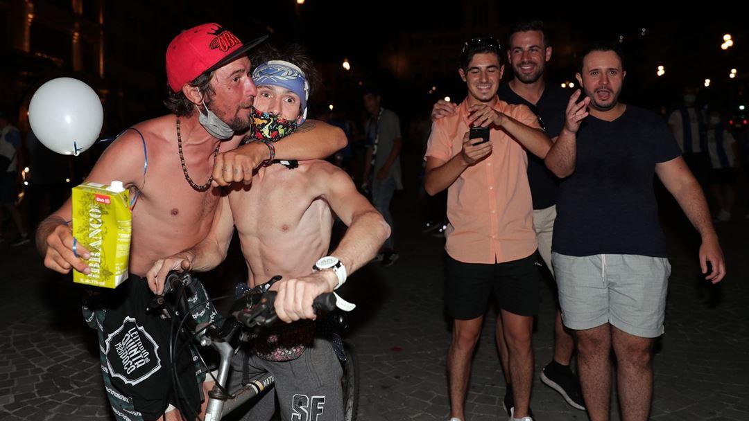 Adeptos do FC Porto festejam o título na Avenida dos Aliados. Foto: Estela Siilva/RR
