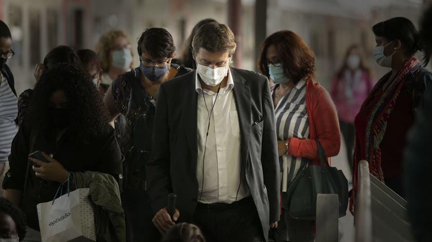 Máscara passa a ser obrigatória na rua por (pelo menos) 70 dias