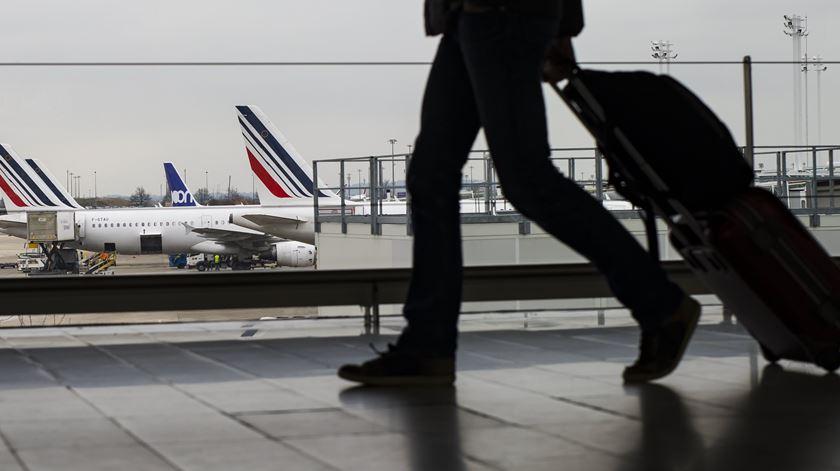 Covid-19. Governo mantém suspensos voos com origem ou destino no Brasil e Reino Unido