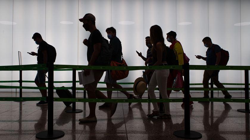 Aeroporto durante pandemia de covid-19 Foto: Enric Fontcuberta/EPA