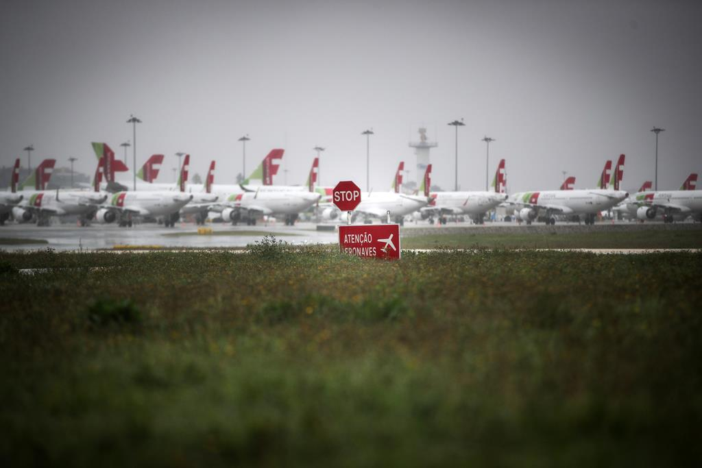 Aeroporto Humberto Delgado Portela encerrado durante estado de emergência. Mário Cruz/Lusa