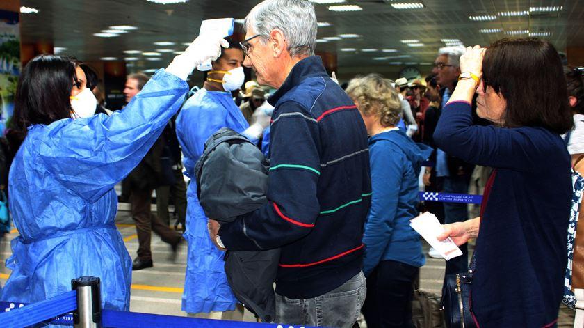 Covid-19. Cem mil europeus ainda à espera de voltar para casa