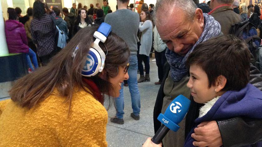 Miriam Gonçalves com um pai e um filho que já não se viam desde o Natal do ano passado