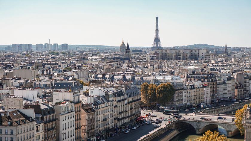 Greve deixa França sem transportes, escolas e hospitais