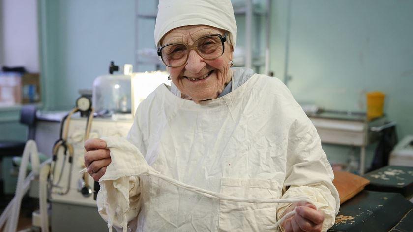 91 anos. A cirurgiã mais velha do mundo continua no ativo