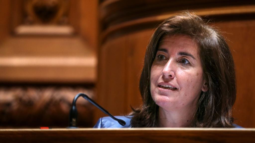 Ana Mendes Godinho diz que o Governo não quer prejudicar ninguém com os apoios sociais. Foto: Manuel de Almeida/Lusa