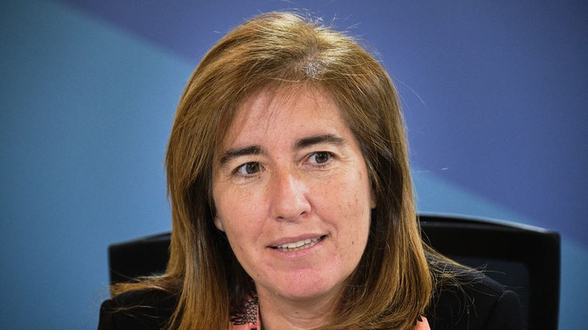 Governo quer simplificar licenciamento de lares, diz ministra do Trabalho