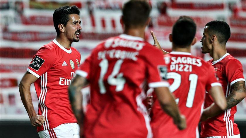 Benfica regressa às vitórias na estreia de Nélson Veríssimo