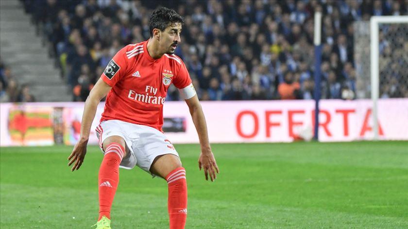 André Almeida falha visita do Benfica ao Zenit