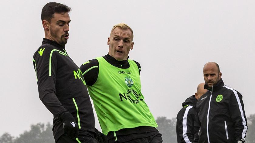 Mathieu volta aos treinos no Sporting