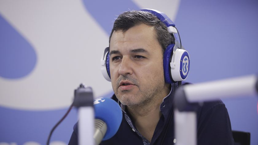 André Silva. PAN defende o limite de 5.200 euros para as reformas