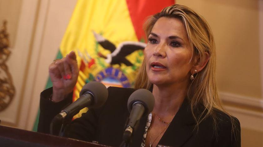 Presidente interina da Bolívia testou positivo para o novo coronavírus