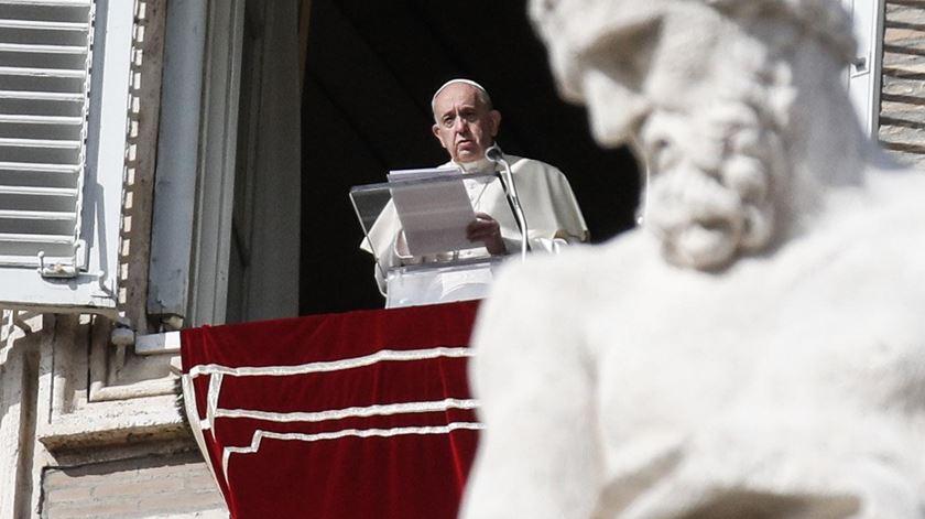 Papa apela ao diálogo pela paz, perante «terrível ambiente de tensão»