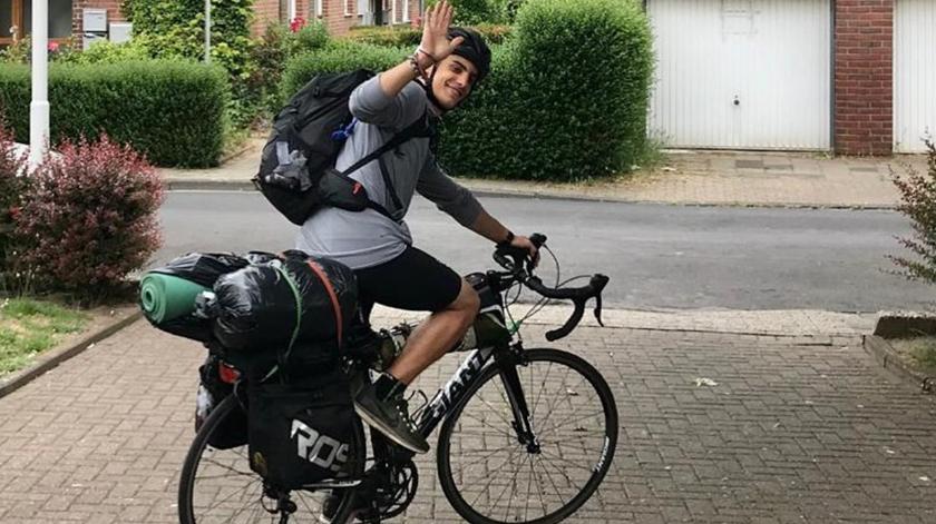 Jovem grego pedala 4.100 quilómetros até casa