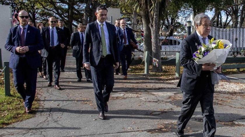 Guterres visita Christchurch e homenageia 51 vítimas de ataques a mesquitas