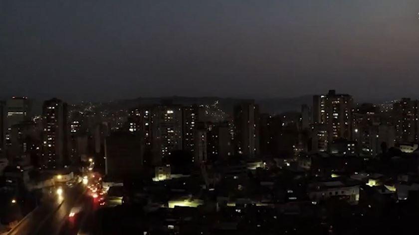 Apagão deixa 48 milhões sem eletricidade na Argentina e Uruguai