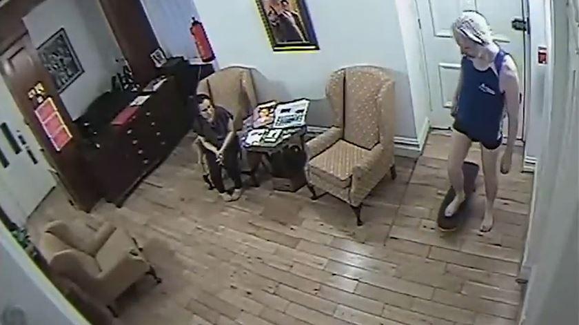 As imagens da vida de Assange na embaixada do Equador