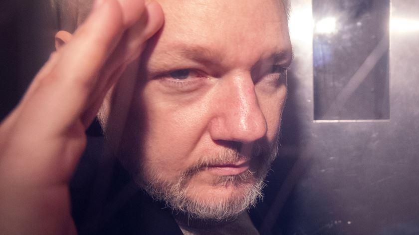 "Trump ""ofereceu perdão"" se Assange negasse interferência russa"
