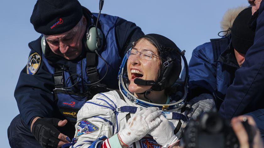 Christina Koch regressa à Terra com novo recorde feminino no espaço