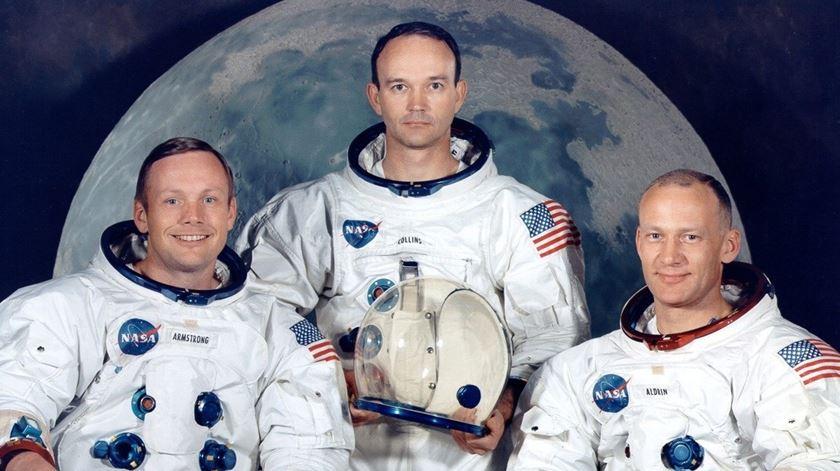 Neil Armstrong, Michael Collis e Edwin Eugene. Foto. Wikimedia Commons