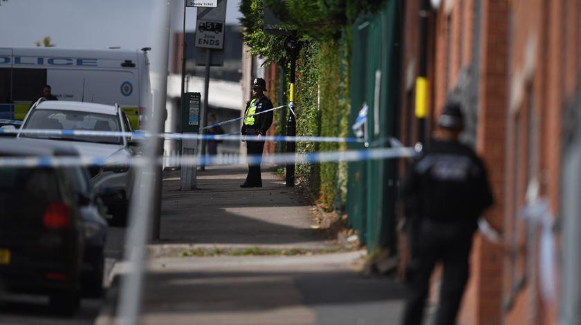 """Polícia descarta terrorismo em Birmingham. Vítimas terão sido esfaqueadas """"aleatoriamente"""""""