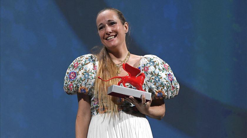 Ana Rocha de Sousa foi galardoada com o Leão do Futuro e o Prémio Especial do júri no festival de Veneza deste ano. Foto: Claudio Onorati/EPA
