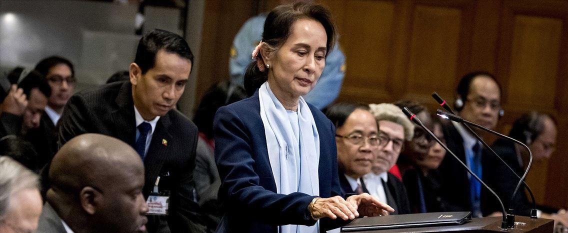 Aung Suu Kyi nega acusações de genocídio e é recebida como heroína na Birmânia