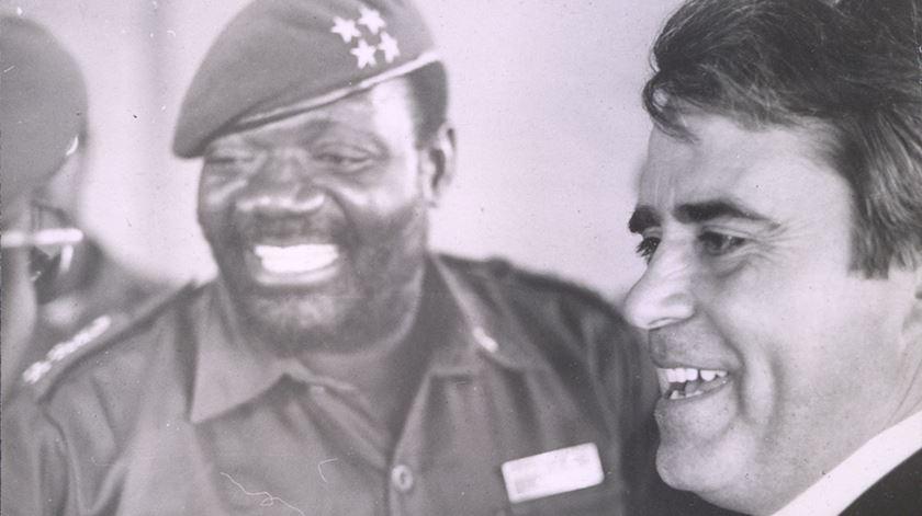 "Aura Miguel convida o ""padre de Savimbi"" - 22/10/2017"