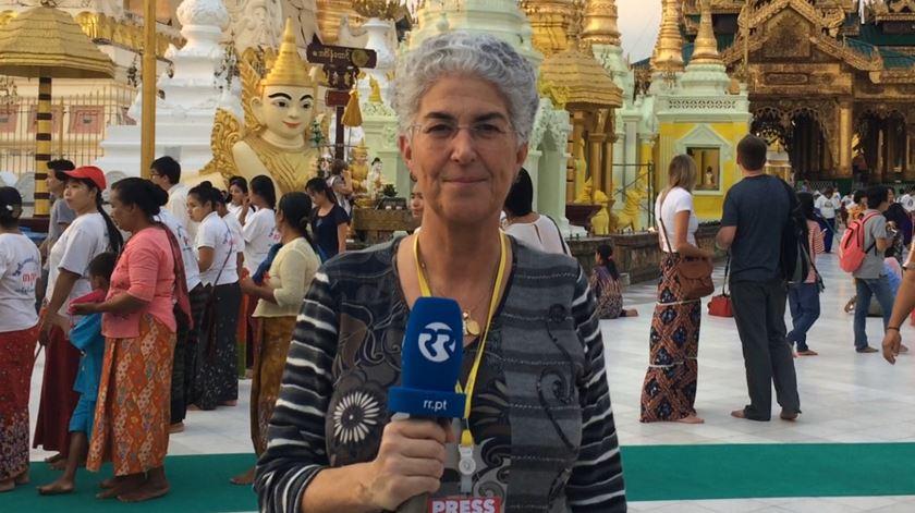 Papa visita coração do Myanmar budista