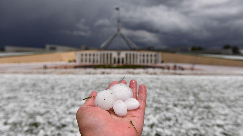 Incêndios, granizo e inundações: 24 horas na Austrália