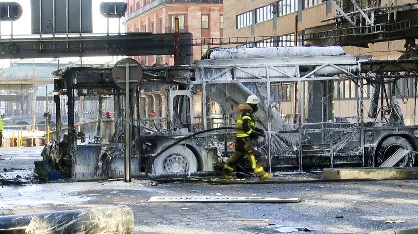 Autocarro movido a gás explode no centro de Estocolmo