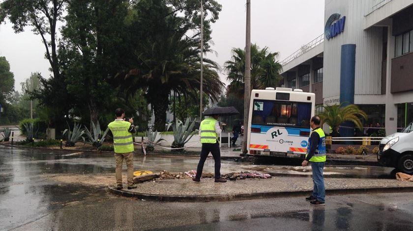 As imagens do acidente com autocarro junto ao aeroporto de Lisboa