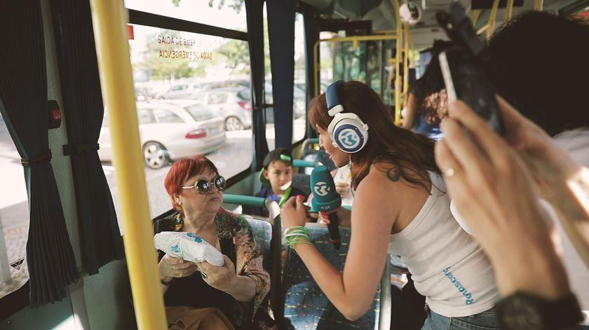 As Três da Manhã invadem autocarro