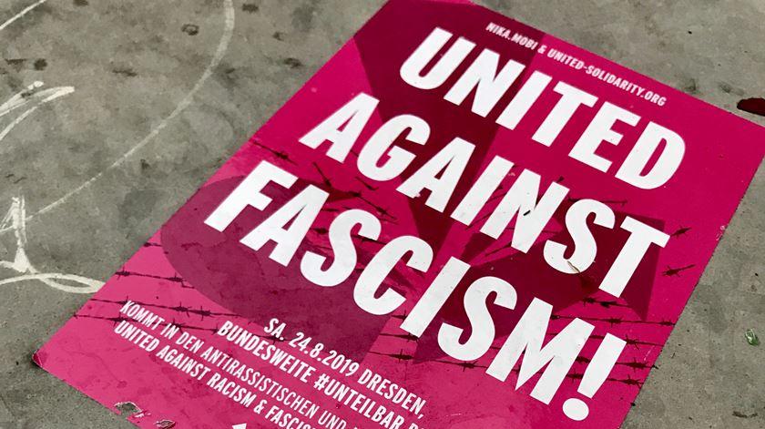 """Autocolante da manifestação """"Unidos Contra o Fascismo"""". Foto: Guilherme Correia da Silva/RR"""