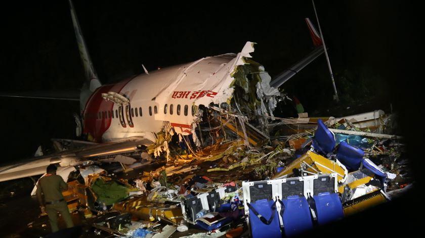 Acidente de avião na Índia. Número de mortes sobe para 18